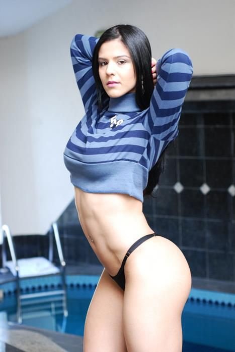 Thick fitness model Eva Andressa Vieira