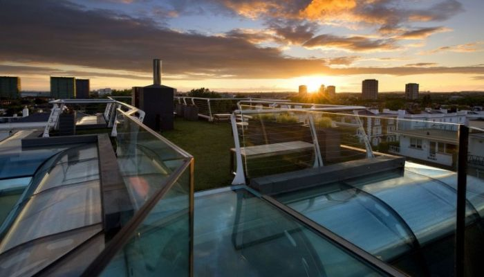 Glass Rooftop Penthouse in London