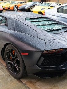 Lamborghini Aventador burned to a crisp