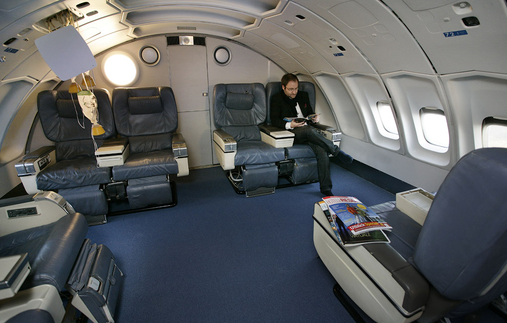 Jumbo Hostel - hotel in airplane