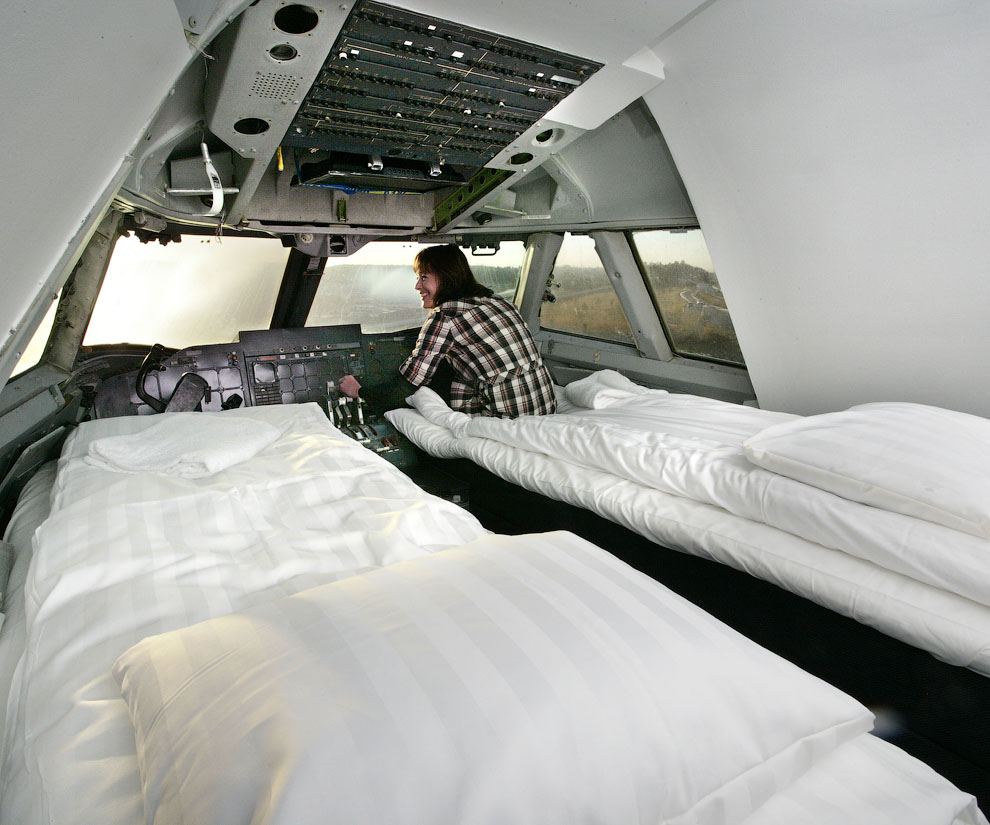 Jumbo Hostel - hotel in airplane