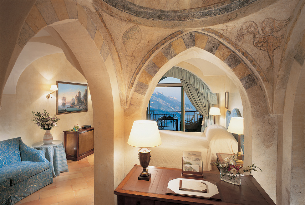 Hotel Caruso in the castle of the XI century in Italy