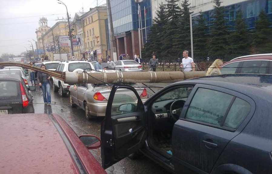 Cars in Russia Get Hit From Above