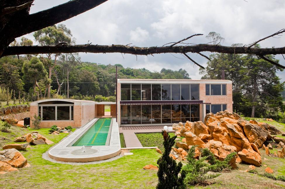 Modern house by architect Oscar Mesa