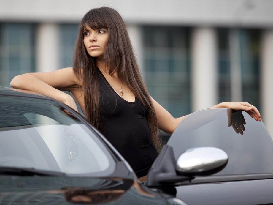Фото девушек возле автомобиля 10 фотография
