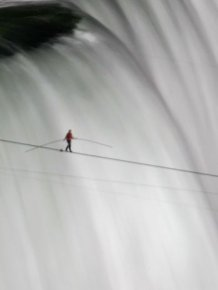 Nik Wallenda Walking Over Niagara Falls