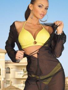 Marta Gut in bikini