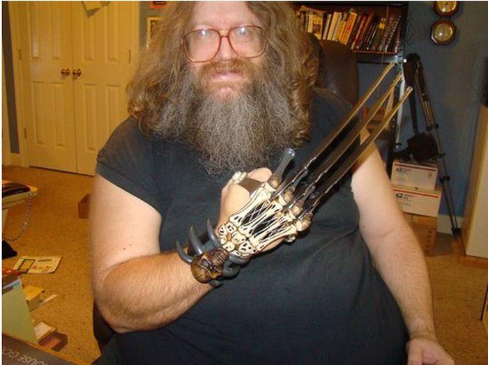 Zombie Gear Demon Bones Tri-Bladed Fantasy Hand Claw