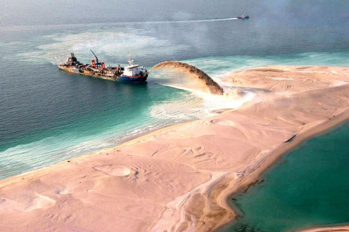 How are made ​​artificial islands in Dubai