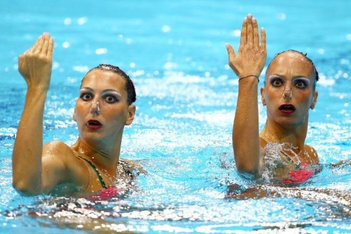 Hilarious Faces of Synchronized Swimming