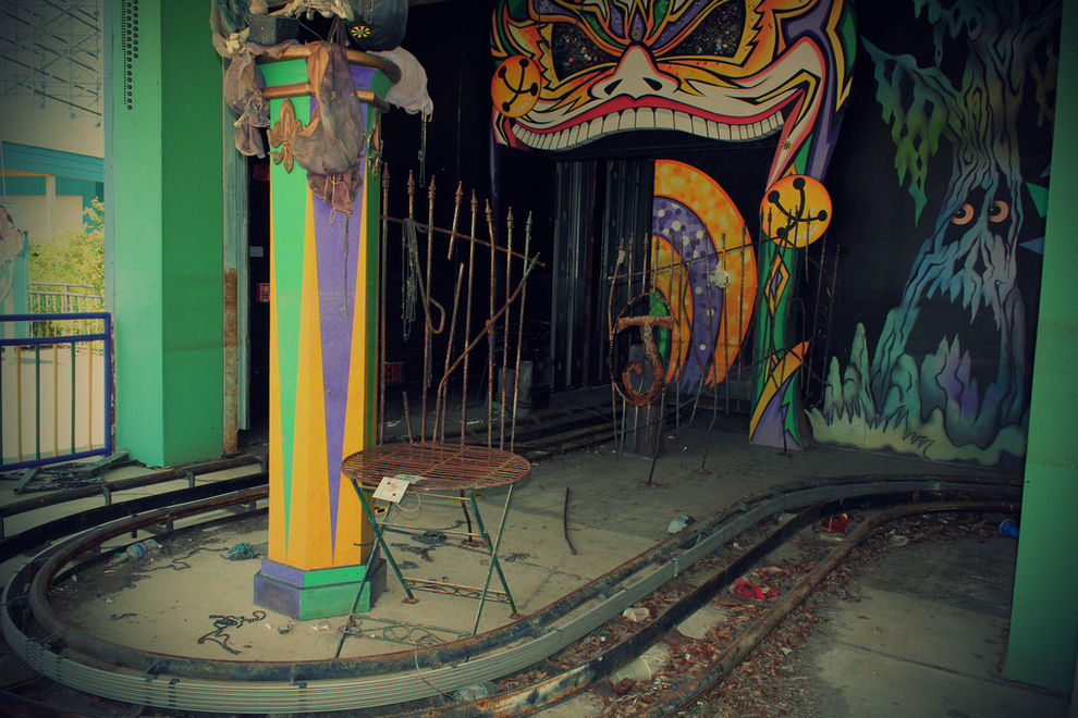 Creepy Derelict Six Flags Amusement Park