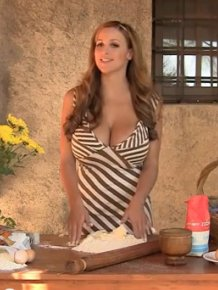 Jordan Carver Makes a Plum Cake