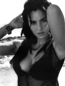 Beautiful Black and White Photos of Monica Bellucci