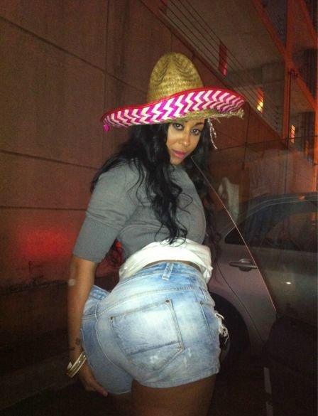 Фото задниц негритянок. Большие попы чернокожих девушек.