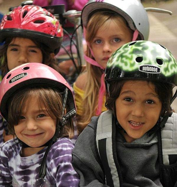 How to Take Six Kids to School with a Bike