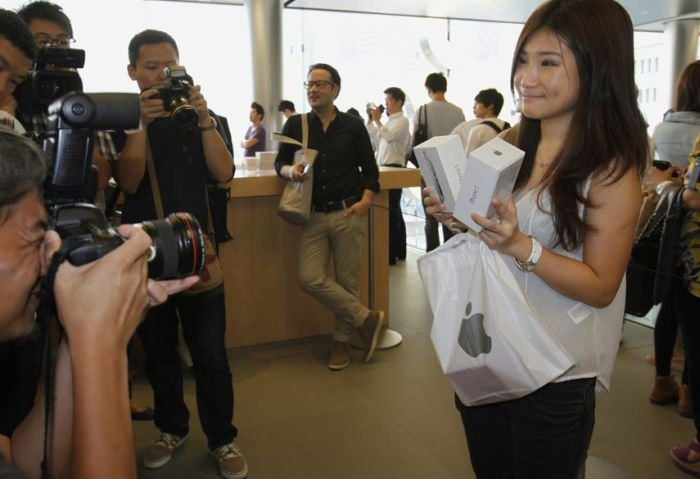 The World Goes Crazy About iPhone 5, part 5