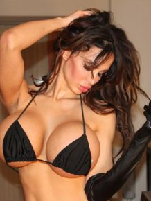 Amy Anderssen - babe with big boobs