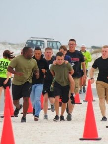 Marines Help Boy With Prosthetic Leg Finish Race