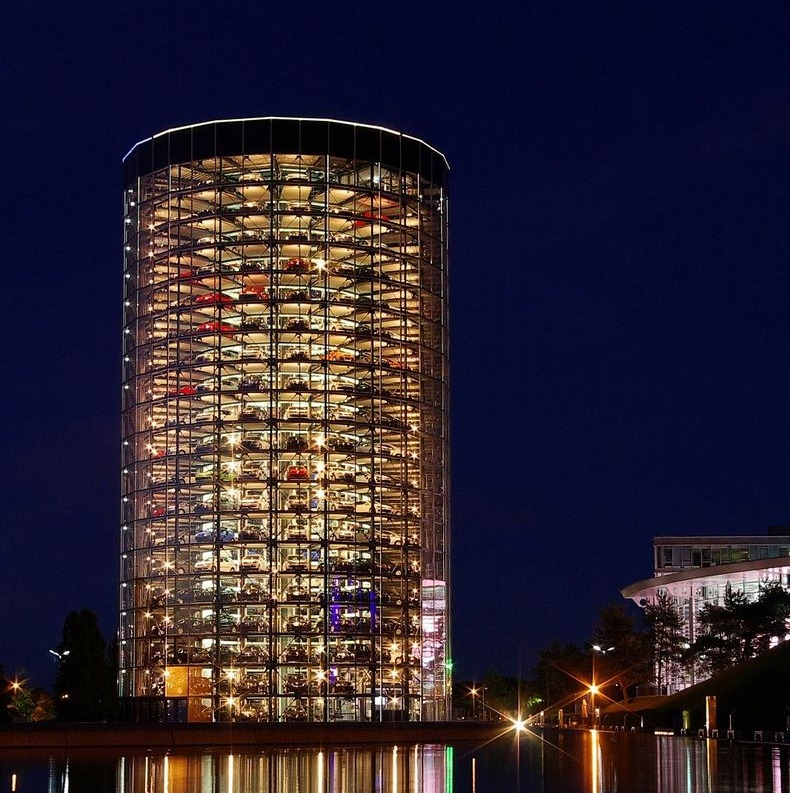 autostadt car garage towers in germany vehicles. Black Bedroom Furniture Sets. Home Design Ideas