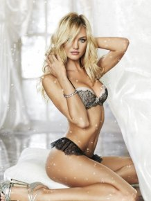 Candice Swanepoel – Holiday lingerie