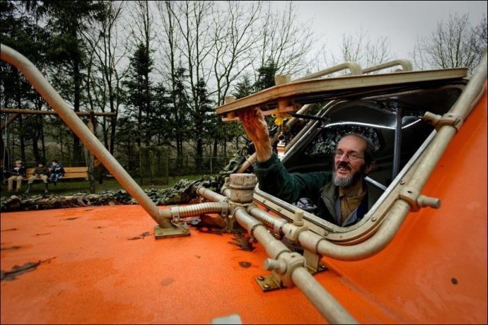 Dutch Man Prepares Ark for Dec. 21, 2012, part 2012