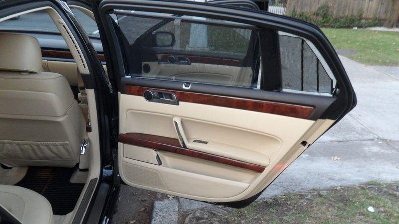 Volkswagen Phaeton like a Bentley | Vehicles