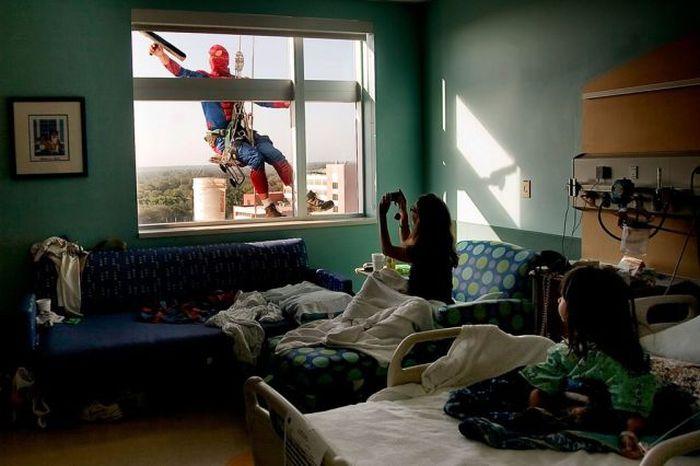 Superheroes Clean Windows