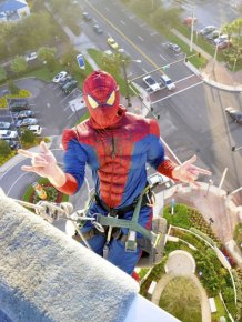 Superheroes Clean Windows