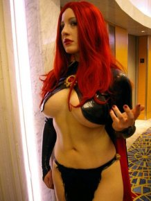 The sexiest Dungeons & Dragons dress ever