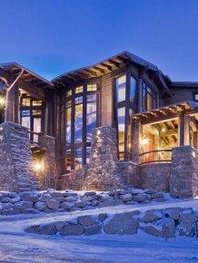 A winter mansion