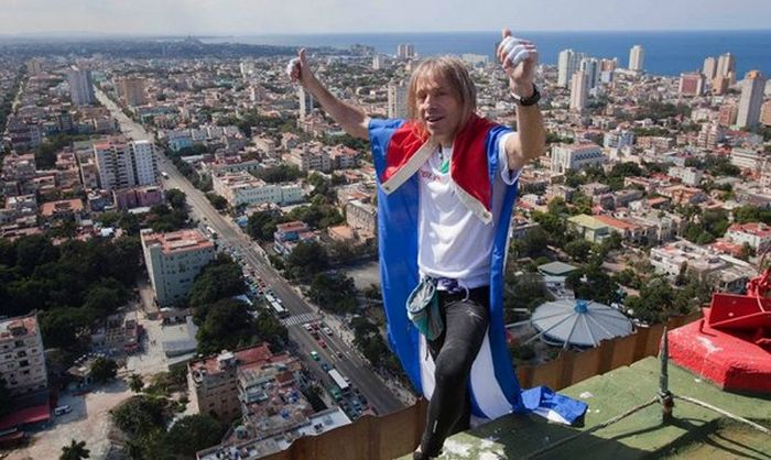 Alain Robert Climbs Cuba's Former Havana Hilton