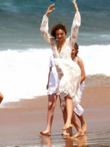 Miranda Kerr Doing Cartwheel