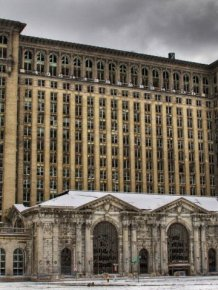 Detroit by Chris Luckhardt