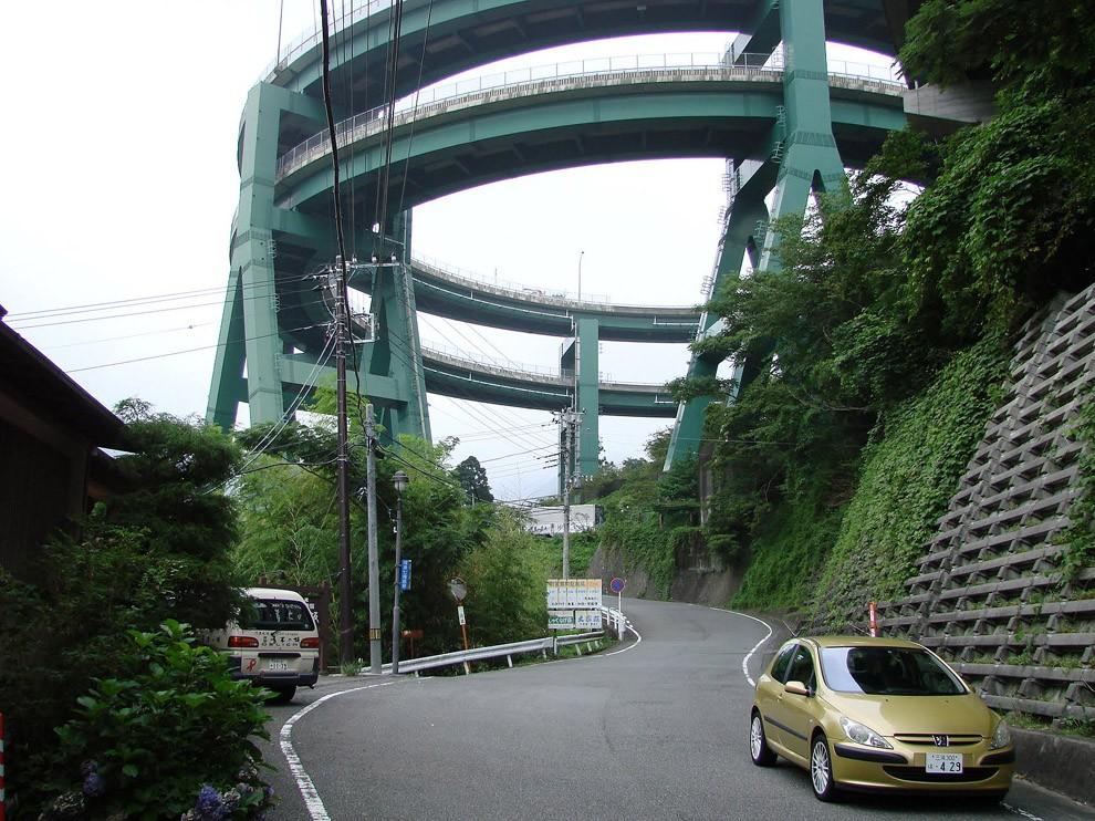 Kavatsi-Nanadaru - bridge-loop in Japan