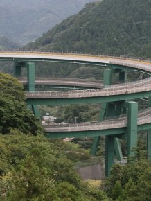 Kavatsi-Nanadaru - bridge-loop in Japan