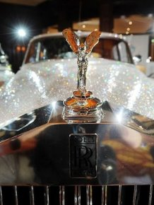 More than a million Swarovski crystals on Rolls-Royce Silver Cloud