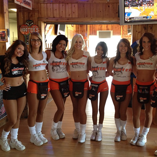 GIrls from Hooters
