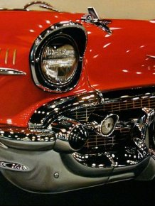 Hyper-realistic car paintings by Cheryl Kelley