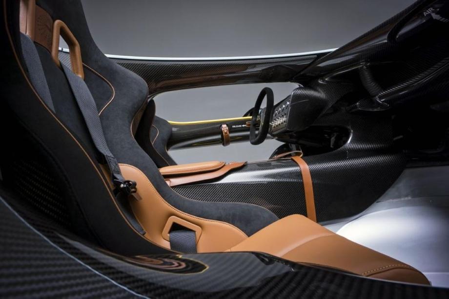 Aston Martin 6.0L V-12 Speedster Concept