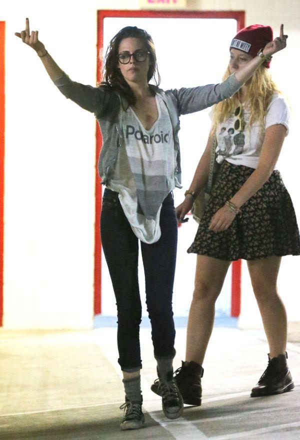 Kristen Stewart vs Paparazzi