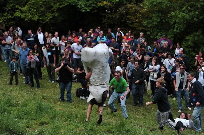 Gloucestershire Cheese Rolling 2013, part 2013