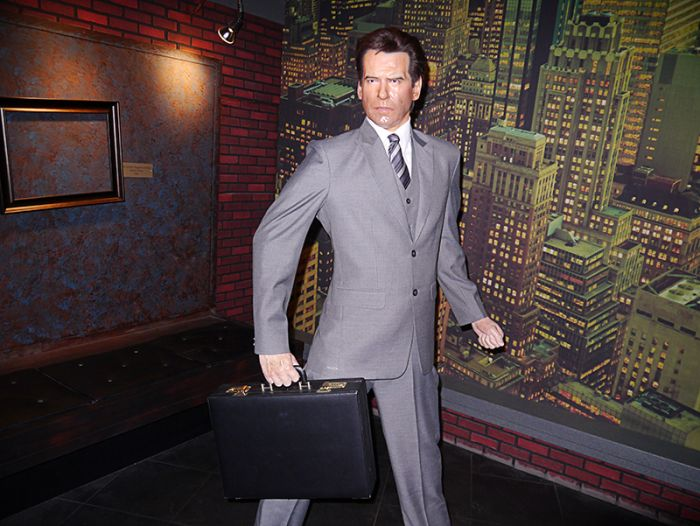 A Visitor Is Disappoointed With a Wax Museum