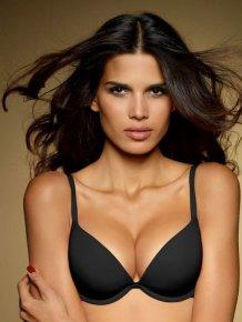 Raica Oliveira in sexy lingerie