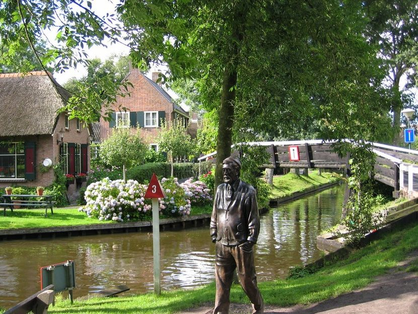 Giethoorn - the village without roads