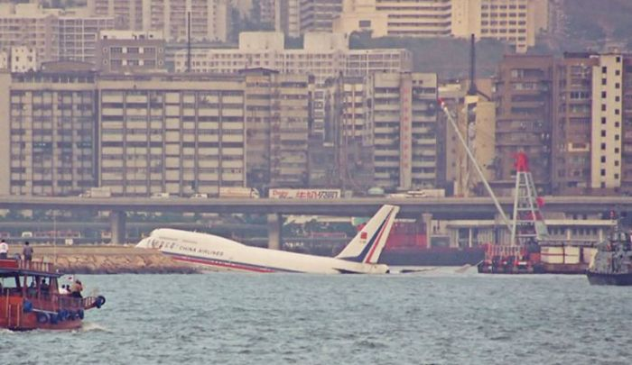 Kai Tak, World's Most Dangerous Airport in Hong Kong