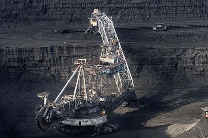 Giant Excavator