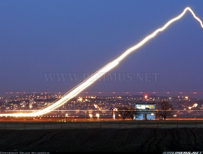 Long Exposure Shots of Airline Takeoffs and Landings