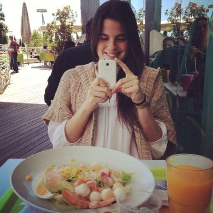 People Instagramming Food