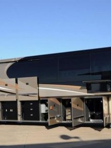 "Luxury Motorhome ""The Oasis"""