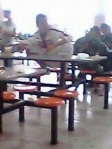 How Chinese Students Eat Lunch